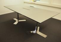 Møtebord / konferansebord i grå linoleum / krom, 210x120/90cm, passer 6-8personer, pent brukt
