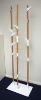 Stumtjener i bambus / hvitt fra Cascando, modell Bamboo, 3 staver, høyde 178cm, pent brukt