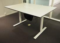 Møtebord / konferansebord med elektrisk hevsenk i hvitt fra Dencon, kabelluke, 140x100cm, pent brukt