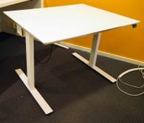 Skrivebord med elektrisk hevsenk i hvitt fra Dencon, 100x80cm, pent brukt