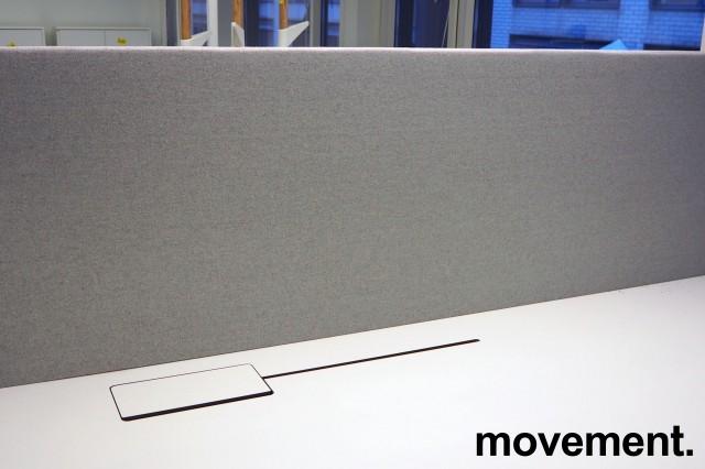Bordskillevegg i lysegrått stoff fra Götessons, 180x70cm, pent brukt bilde 2