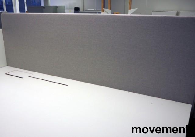 Bordskillevegg i lysegrått stoff fra Götessons, 180x70cm, pent brukt bilde 1