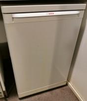 Lite underbenk kjøleskap fra Bosch, modell KTR15V20 i hvitt, 55cm bredde, 85cm høyde, pent brukt