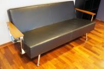 Skandiform Concorde 3-seter sofa i sort skinn / valnøtt / krom, pent brukt