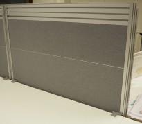 Kinnarps Rezon bordskillevegg til kontorpult i grått, 100 cm bredde, 69cm høyde, pent brukt