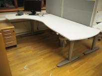 Kinnarps elektrisk hevsenk hjørneløsning skrivebord i hvitt, 230x145cm, sving på venstre side, T-serie, pent brukt
