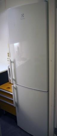 Kjøleskap/kombiskap fra Electrolux i hvitt, 60cm b, 183cm h, modell EN3441JYW, pent brukt bilde 2