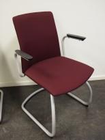 Konferansestol i lilla stoff, grålakkert meieunderstell, armlene, pent brukt