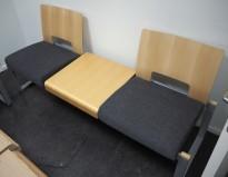 Kinnarps Soon venteromsmøbel / sofa med bord i grått stoff / bøk, bredde 180cm, pent brukt