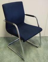 Konferansestol i mørkt blått mikrofiberstoff / krom fra Martin Stoll, pent brukt