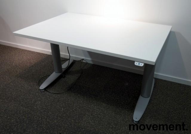 Kinnarps T-serie elektrisk hevsenk skrivebord 120x80cm i hvitt / grått, pent brukt understell med ny plate bilde 1
