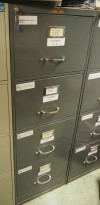 Arkivskap fra Høvik Stål, foliobredde, 4skuffers, 46,5cm bredde, høyde 133cm, mørk grå, retrostil, pent brukt