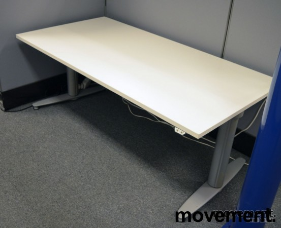 Kinnarps T-serie elektrisk hevsenk skrivebord 160x80cm i hvitt, pent brukt understell / ny plate bilde 2