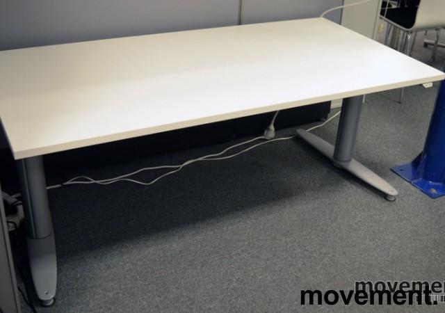 Kinnarps T-serie elektrisk hevsenk skrivebord 160x80cm i hvitt, pent brukt understell / ny plate bilde 1