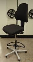 Kontorstol / høy arbeidsstol i sort fra Kinnarps, FreeFloat 6000, høy modell med fotring, uten hjul, pent brukt