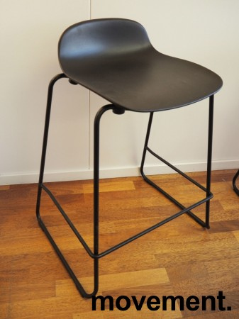 Normann Copenhagen Form barstol i sort, stablebar, sittehøyde 65cm, pent brukt bilde 2