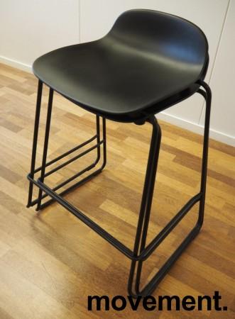 Normann Copenhagen Form barstol i sort, stablebar, sittehøyde 65cm, pent brukt bilde 4