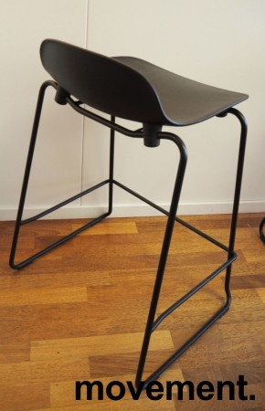 Normann Copenhagen Form barstol i sort, stablebar, sittehøyde 65cm, pent brukt bilde 3