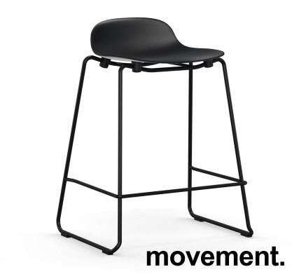 Normann Copenhagen Form barstol i sort, stablebar, sittehøyde 65cm, pent brukt bilde 1