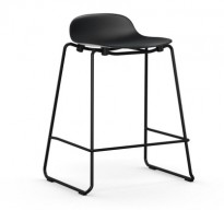 Normann Copenhagen Form barstol i sort, stablebar, sittehøyde 65cm, pent brukt