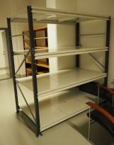 Dyp stålreol med gavler, bærejern og hylleplater, 190cm bredde, 200cm høyde, 4 plan, pent brukt