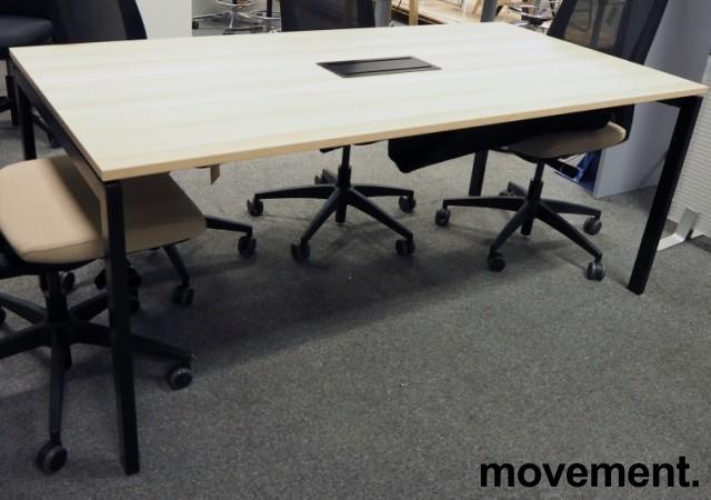 Kompakt møtebord i eik laminat / sort, Kinnarps SERIES[E]ONE, 180x90cm, passer 6personer, pent brukt bilde 1