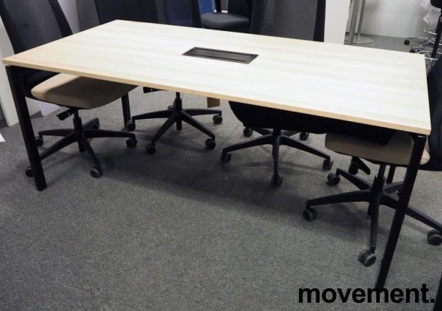Kompakt møtebord i eik laminat / sort, Kinnarps SERIES[E]ONE, 180x90cm, passer 6personer, pent brukt bilde 2