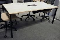 Kompakt møtebord i eik laminat / sort, Kinnarps SERIES[E]ONE, 180x90cm, passer 6personer, pent brukt