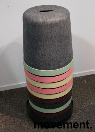 Puffer / paller på tralle, 10stk, Cap fra Materia, 2 av hver farge, sittehøyde 45cm, pent brukt bilde 2