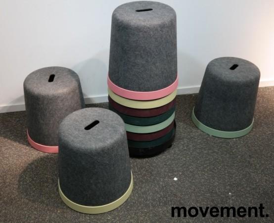 Puffer / paller på tralle, 10stk, Cap fra Materia, 2 av hver farge, sittehøyde 45cm, pent brukt bilde 3