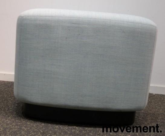 1-seter sittepuff i lyst blått Remix-stoff fra Kinnarps, Fields serie, 60x60cm, pent brukt bilde 2