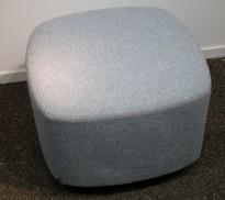 1-seter sittepuff i lyst blått ullstoff fra Kinnarps, Fields serie, 60x60cm, pent brukt