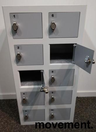 Solid lukeskap / mobilskap i hvitt med grå luker, bredde 39cm, høyde 78cm, 10 luker, hasp for hengelås, pent brukt bilde 2