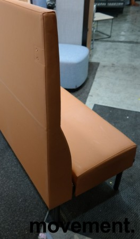 Sittebenk / sofa for kantine e.l i brunt kunstskinn fra Materia, Monolite høy rygg, bredde 170cm, pent brukt bilde 2