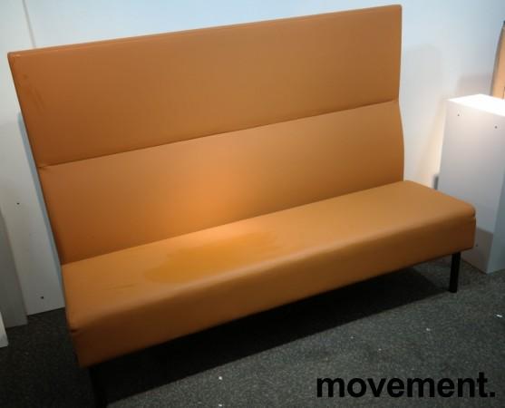 Sittebenk / sofa for kantine e.l i brunt kunstskinn fra Materia, Monolite høy rygg, bredde 170cm, pent brukt bilde 1