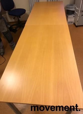 Enkelt møtebord i bøk / grålakkert metall fra Kinnarps, 280x80cm, pent brukt bilde 1