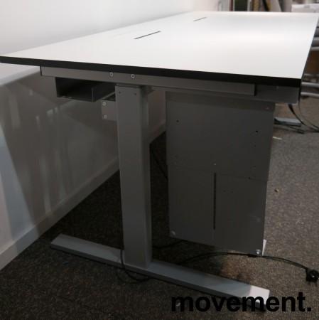 Skrivebord i hvitt / grått med elektrisk hevsenk fra Ragnars, 180x80cm, pent brukt bilde 3