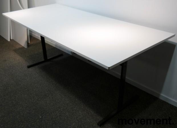 Kompakt møtebord / kantinebord i hvitt / sort, 180x80cm, brukt med slitasje bilde 2