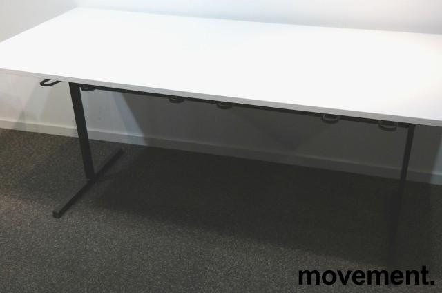 Kompakt møtebord / kantinebord i hvitt / sort, 180x80cm, brukt med slitasje bilde 4