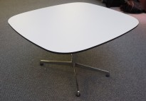 Loungebord i hvitt med sort kant / krom, 80x70cm, høyde 46cm, pent brukt