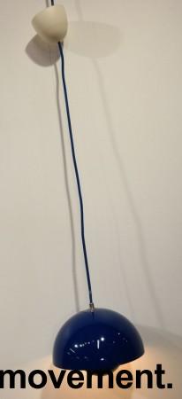 Taklampe / pendellampe i blått fra &Tradition, Flowerpot VP1, Design: Verner Panton, pent brukt bilde 1