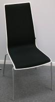 Konferansestol i hvitt med sort stoff og grå bein fra Scan Sørlie, pent brukt
