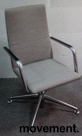 Konferansestol i grått stoff fra Brunner, modell Fina Soft med armlene, pent brukt bilde 1