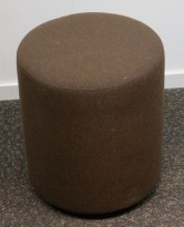Loungemøbel / Sittepuff fra Johanson Design, Ø=38cm, H=43cm, brunt stoff, pent brukt