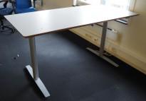 Skrivebord med elektrisk hevsenk i lys grå HPL fra Svenheim, 160x80cm, pent brukt