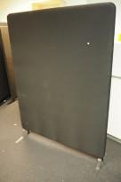 Lyddempende skillevegg i sort, Abstracta softline, 120x160cm, pent brukt