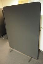 Lyddempende skillevegg i sort, Abstracta softline, 120x156cm, pent brukt