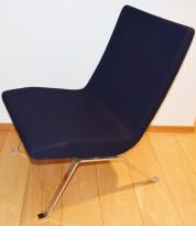 Loungestol i mørk blå / krom, Materia Roscoe-serie, Design: Hindenes/Myhr, pent brukt