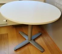 Loungebord i hvitt / grålakkert metall fra Kinnarps, T-serie, Ø=90cm, høyde 73cm, pent brukt