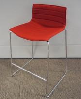 Arper Catifa barkrakk i rødt stoff / krom, 68cm sittehøyde, pent brukt